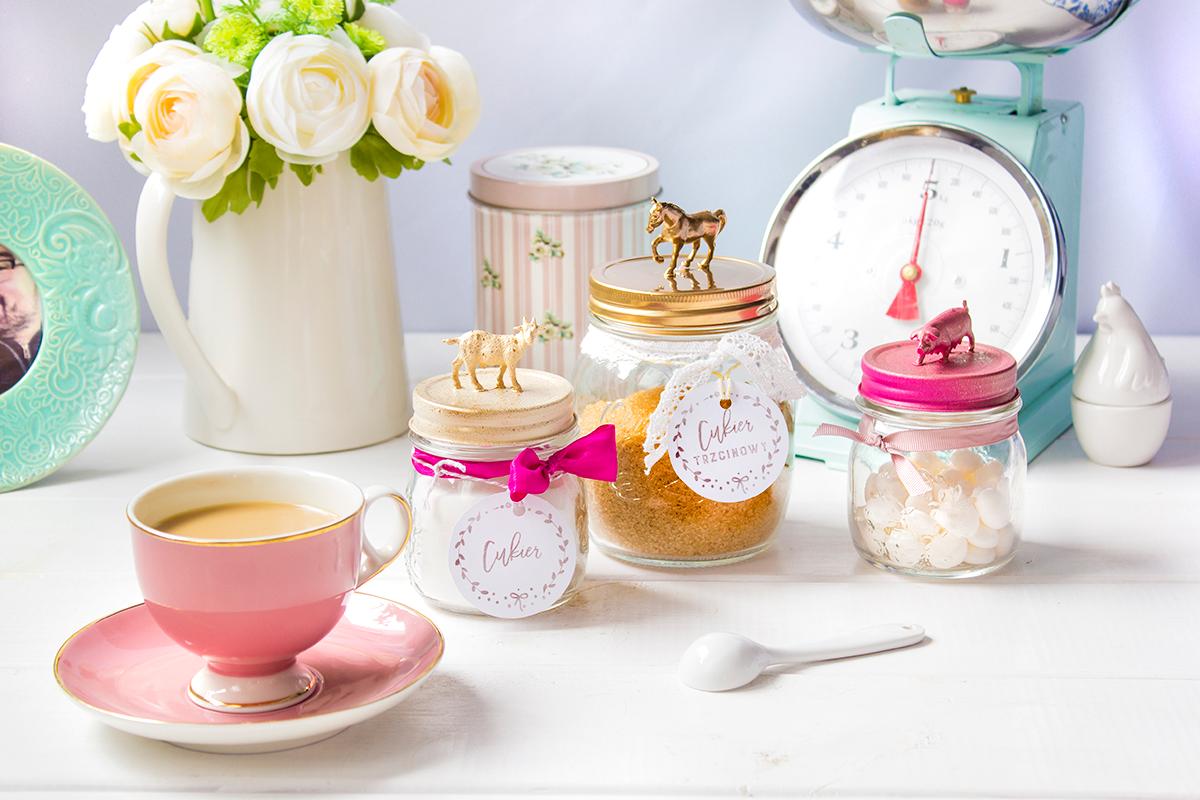 DIY słoiczki na słodkości z etykietkami do druku