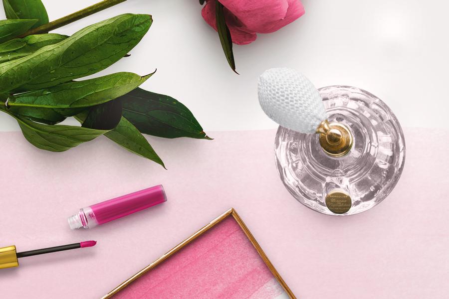 10 najbardziej kobiecych flakonów perfum