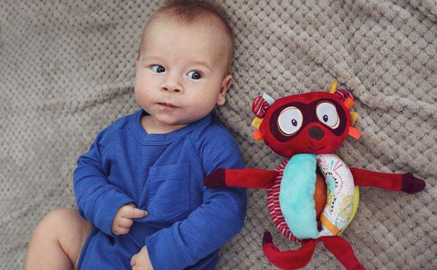 10 zabawek idealnych na prezent dla niemowlaka
